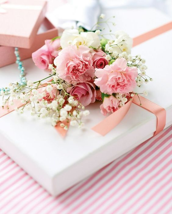 how to give the perfect bridal shower gift